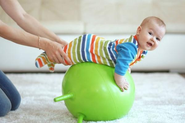мяч для занятий с грудничком