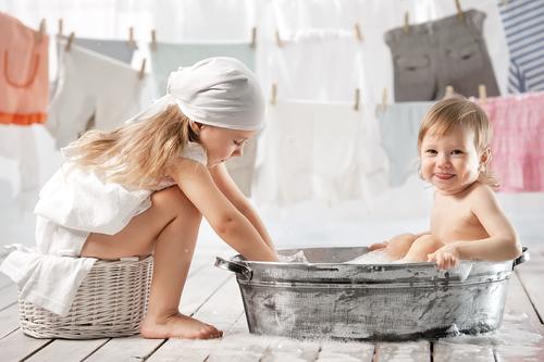 Как отбеливать детские вещи?