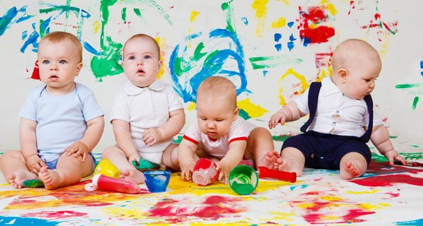 Особенности развития ребенка до года видео