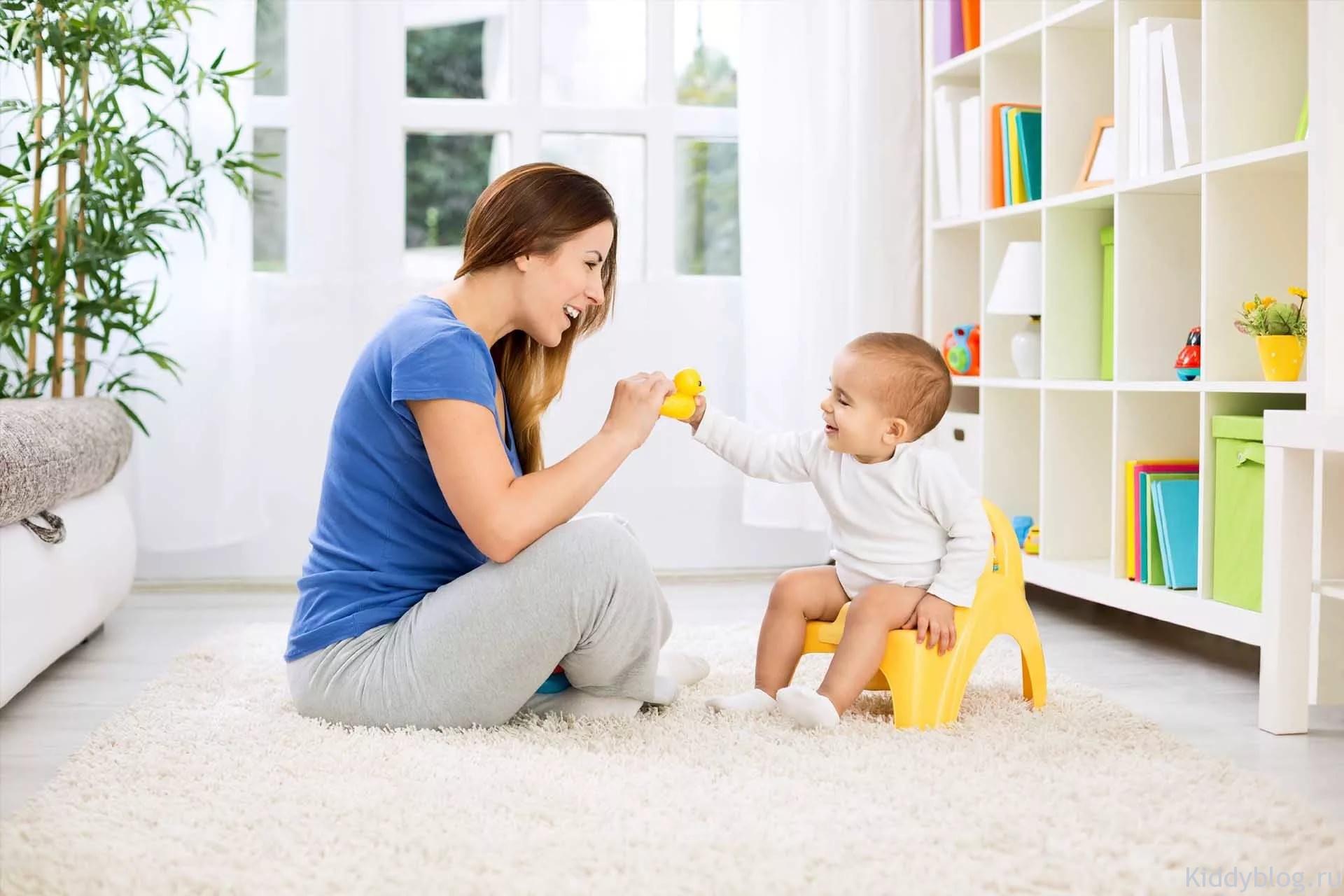 Мама приучает ребёнка к горшку 1