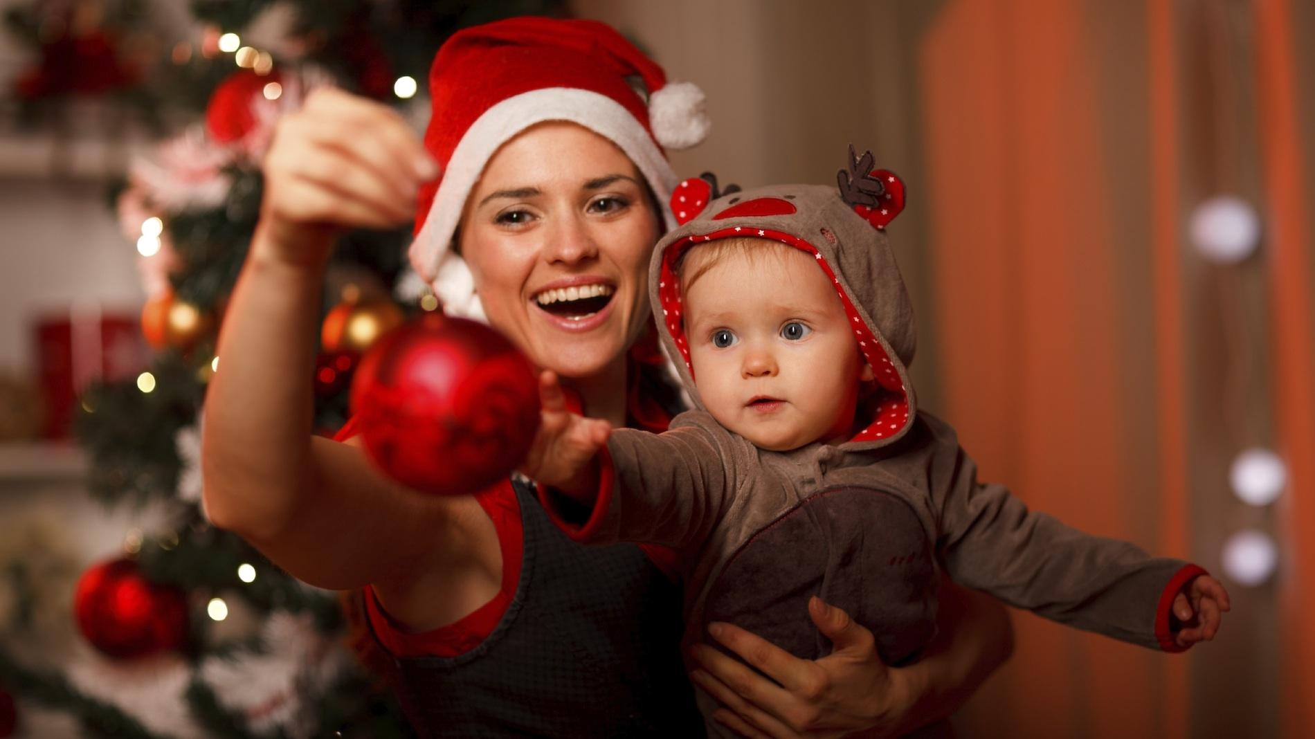 Первый новый год малыша с мамой