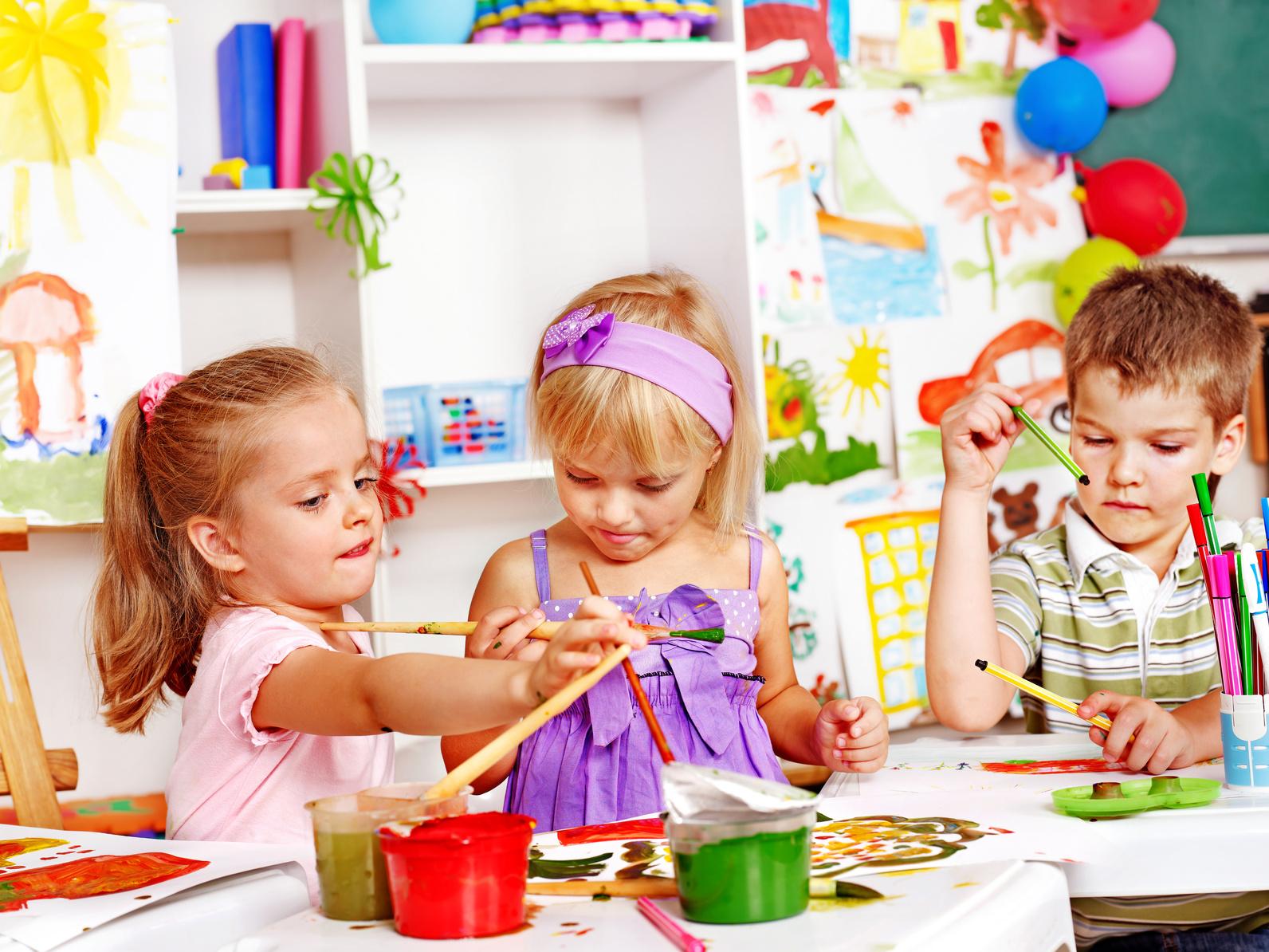 Рисуют в детском саду