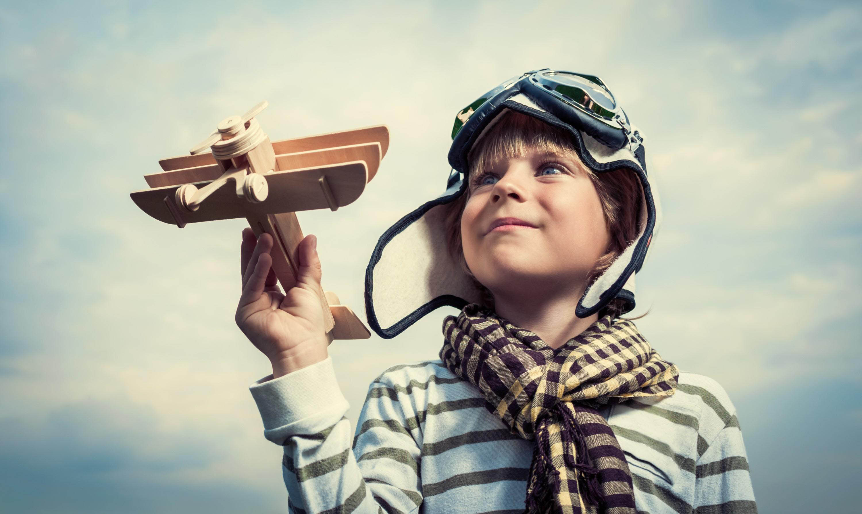 Мальчик и самолет